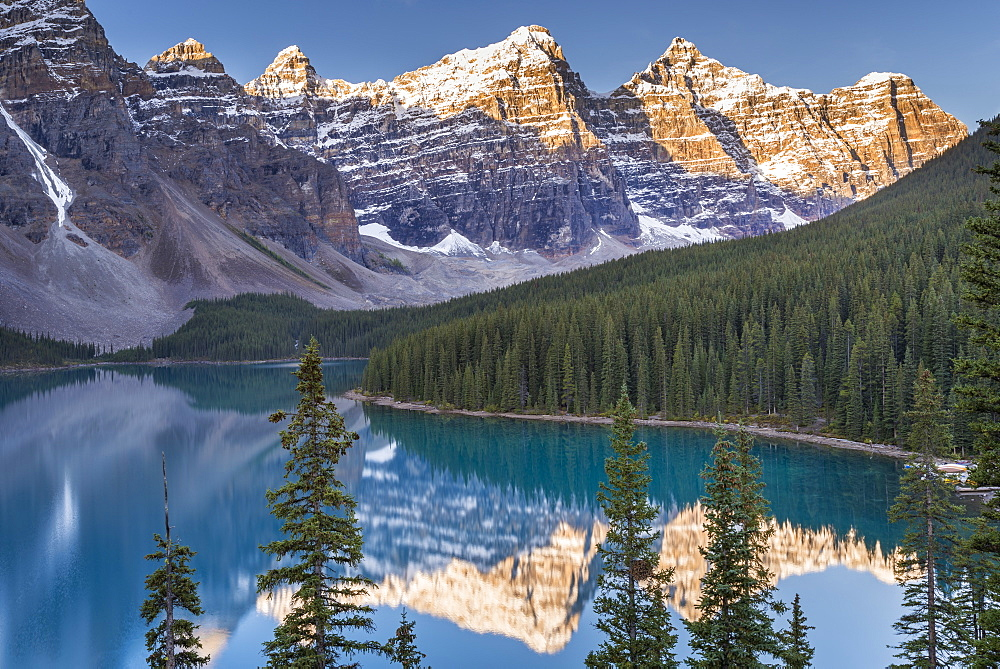 Moraine Lake and the Valley of the Ten Peaks, Rockies, Banff National Park, UNESCO World Heritage Site, Alberta, Canada, North America