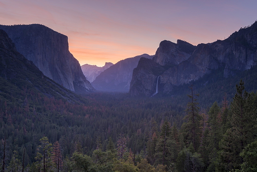 Sunrise over El Capitain and Yosemite Valley from Tunnel View, Yosemite National Park, California, USA. Spring (June) 2016.