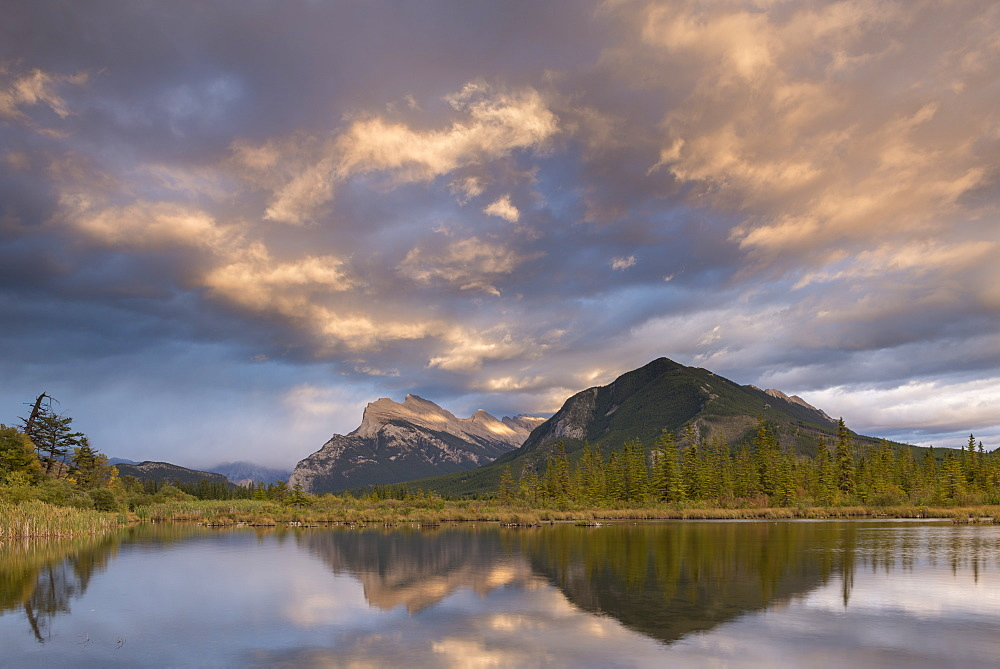 Colourful sunset clouds above Vermillion Lakes in the Canadian Rockies, Banff, Alberta, Canada, North America - 799-3409