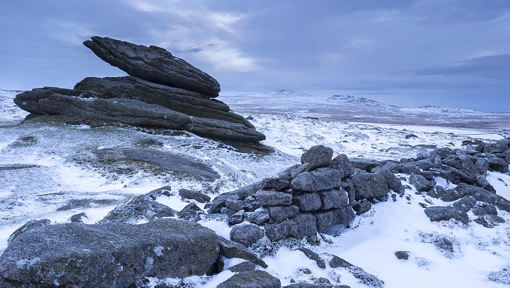 Belstone Tor and Irishman's Wall on a snowy winter morning, Dartmoor, Devon, England, United Kingdom, Europe - 799-3446