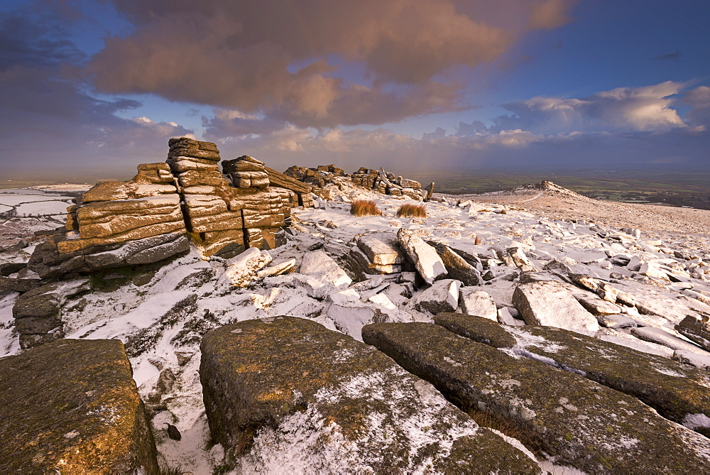 Snow dusted granite outcrops on Belstone Tor, Dartmoor, Devon, England, United Kingdom, Europe - 799-3456