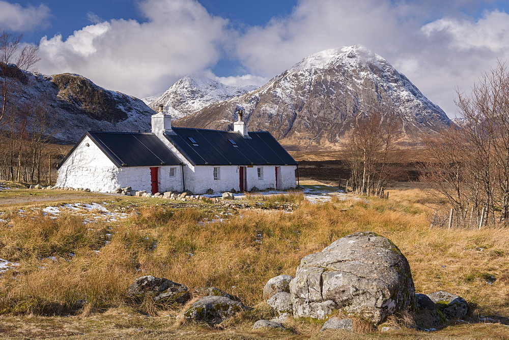 Crofters Cottage on Rannoch Moor, with the famous Buachaille Mor mountain in the background, Scottish Highlands, Scotland, United Kingdom, Europe - 799-3631