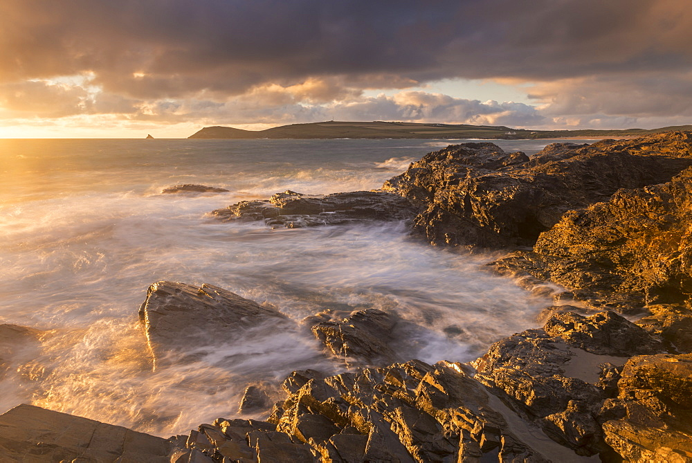 Golden evening light bathes the rocky shores near Constantine Bay in North Cornwall, England, United Kingdom, Europe - 799-3632
