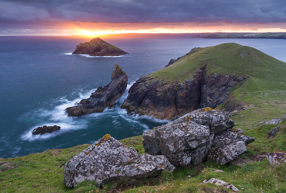 Sunrise over The Rumps near Pentire Head on the north coast of Cornwall, England, United Kingdom, Europe - 799-3635