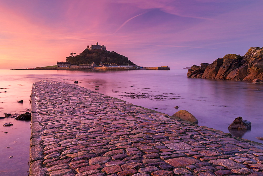 St. Michaels Mount and the Causeway at sunrise, Marazion, Cornwall, England, United Kingdom, Europe - 799-3656