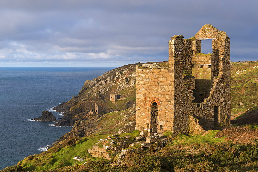 Abandoned tin mines on the Cornish cliffs near Botallack, UNESCO World Heritage Site, Cornwall, England, United Kingdom, Europe
