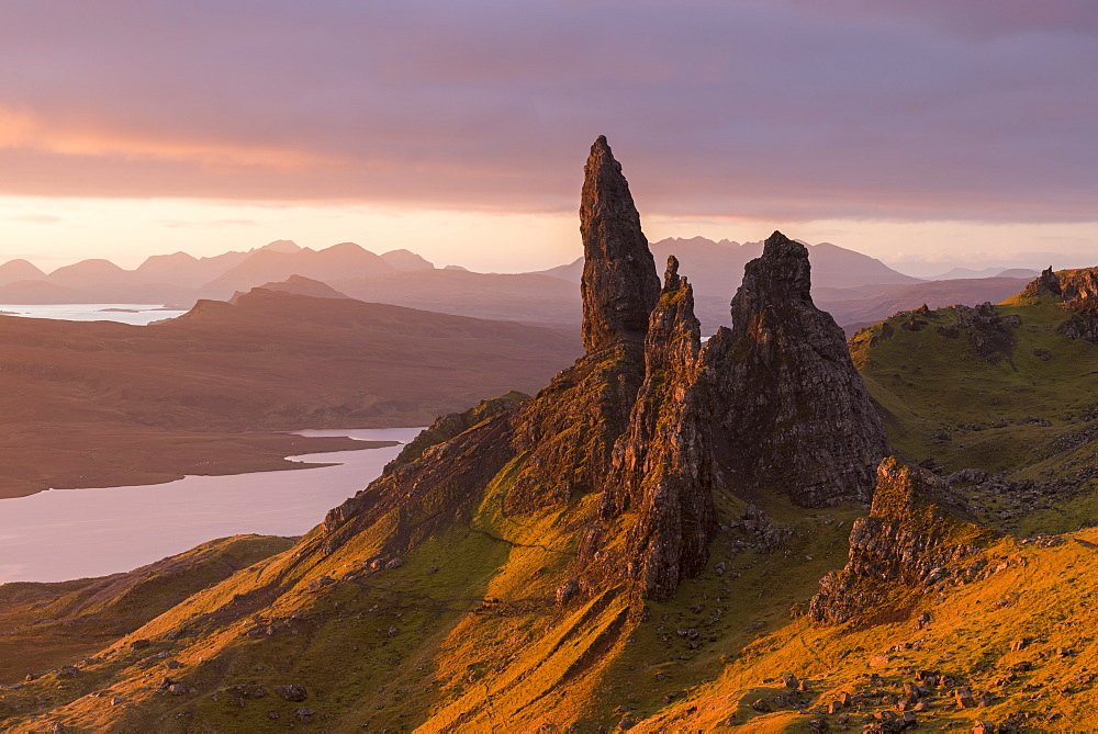 Sunrise over the Old Man of Storr on the Isle of Skye, Inner Hebrides, Scotland, United Kingdom, Europe - 799-3676