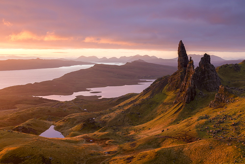 Sunrise over Old Man of Storr on the Isle of Skye, Inner Hebrides, Scotland, United Kingdom, Europe