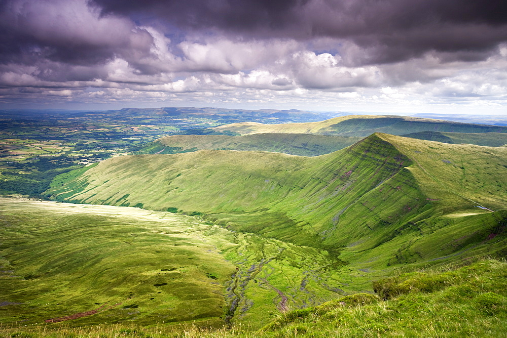 Cribyn viewed from Pen-y-Fan, the highest mountain in the Brecon Beacons National Park, Powys, Wales, United Kingdom, Europe - 799-380