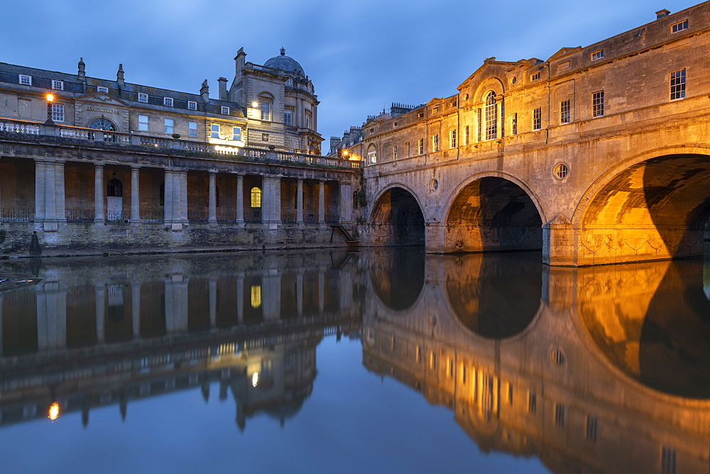 Evening lights illuminating Pulteney Bridge in Bath, UNESCO World Heritage Site, Somerset, England, United Kingdom, Europe