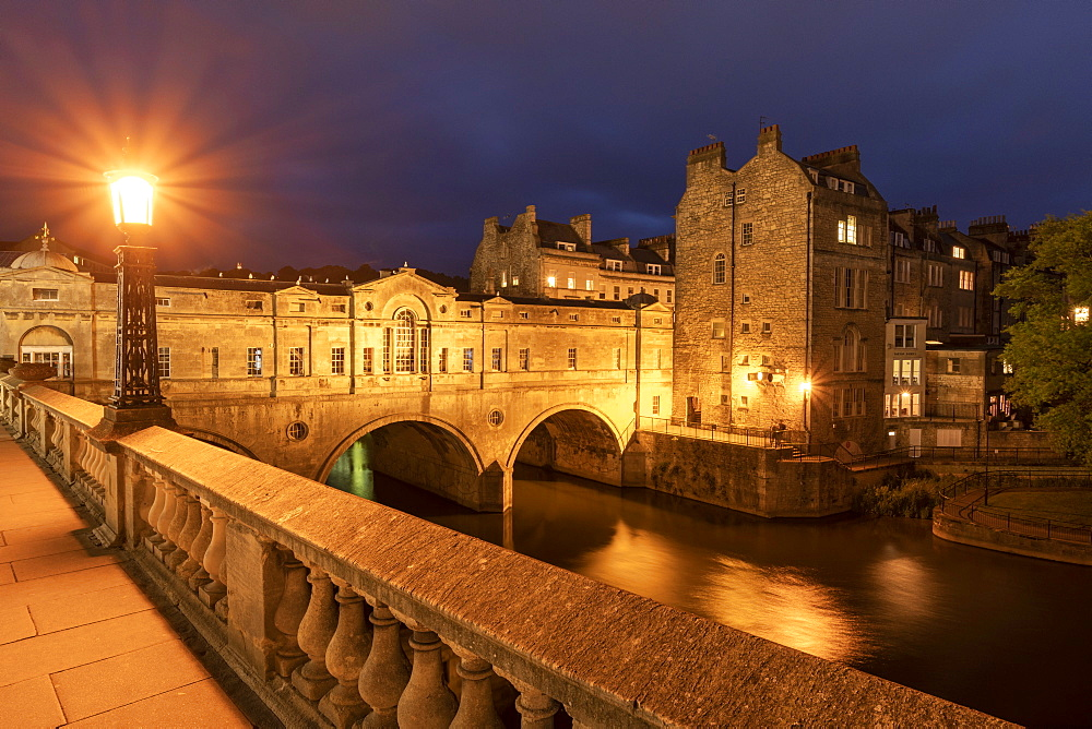Pulteney Bridge and the River Avon at night, Bath, Somerset, England. Summer (June) 2019.