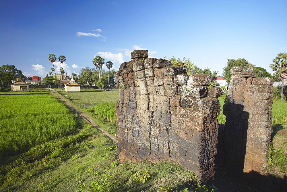 Angkor era ruins of Wat Nokor, Kampong Cham, Cambodia, Indochina, Southeast Asia, Asia