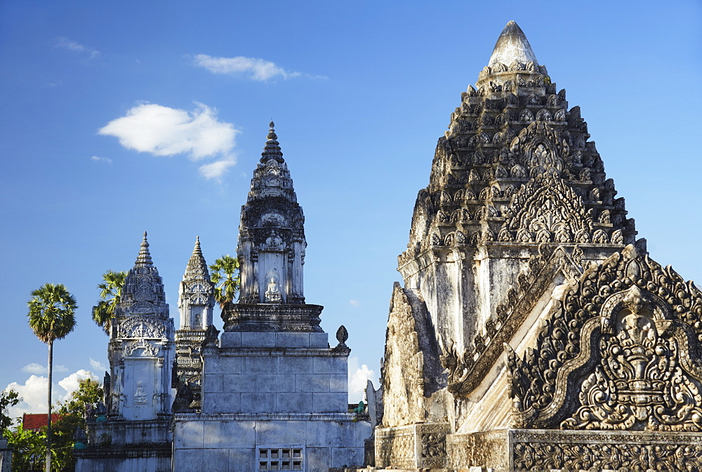 Stupas at Wat Nokor, Kampong Cham, Cambodia, Indochina, Southeast Asia, Asia