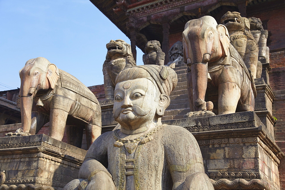 Statues of Nyatapola Temple, Taumadhi Tole, Bhaktapur, UNESCO World Heritage Site, Kathmandu Valley, Nepal, Asia