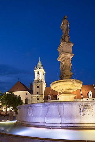 Old Town Hall and Roland's Fountain in Hlavne Nam (Main Square) at dusk, Bratislava, Slovakia, Europe