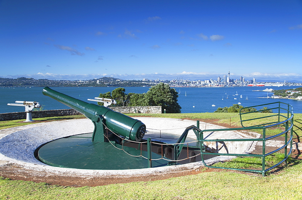Disappearing gun and Auckland skyline, North Head Historic Reserve, Devonport, Auckland, North Island, New Zealand, Pacific - 800-1996
