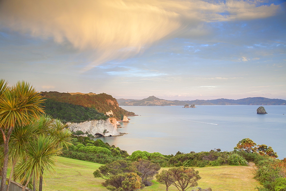 Cathedral Cove Marine Reserve (Te Whanganui-A-Hei) at sunrise, Coromandel Peninsula, Waikato, North Island, New Zealand, Pacific
