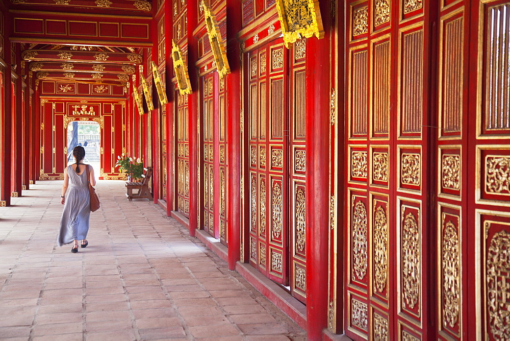 Woman at Imperial Palace in Citadel, UNESCO World Heritage Site, Hue, Thua Thien-Hue, Vietnam, Indochina, Southeast Asia, Asia