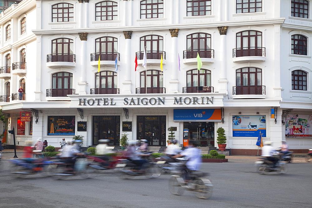 Traffic passing Hotel Saigon Morin, Hue, Thua Thien-Hue, Vietnam, Indochina, Southeast Asia, Asia