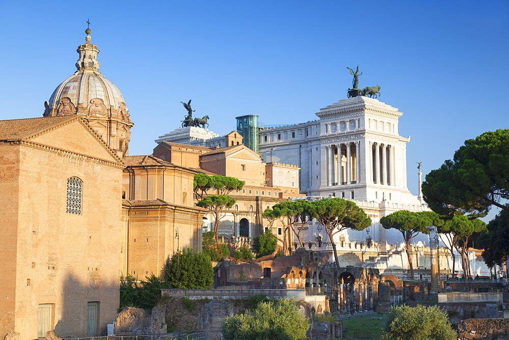 Roman Forum, UNESCO World Heritage Site, and National Monument to Victor Emmanuel II, Rome, Lazio, Italy, Europe