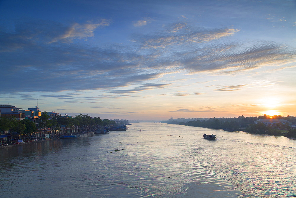 Ben Tre River at dawn, Ben Tre, Mekong Delta, Vietnam, Indochina, Southeast Asia, Asia