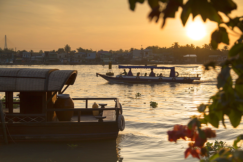 Boats on Can Tho River at dawn, Can Tho, Mekong Delta, Vietnam, Indochina, Southeast Asia, Asia
