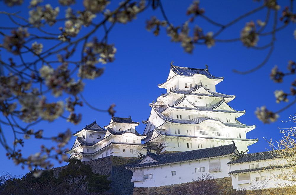 Himeji Castle, UNESCO World Heritage Site, at dusk, Himeji, Kansai, Honshu, Japan, Asia