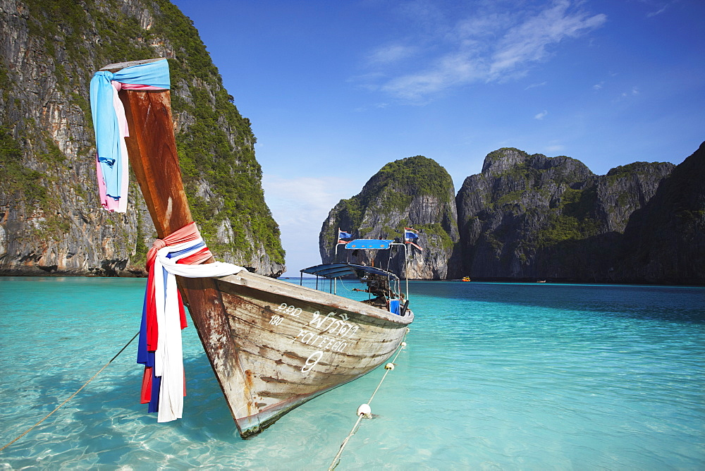 Long tail boat, Ao Maya, Ko Phi Ph Leh, Krabi Province, Thailand, Southeast Asia, Asia