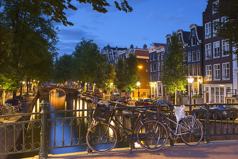 Leidsegracht canal at dusk, Amsterdam, Netherlands, Europe