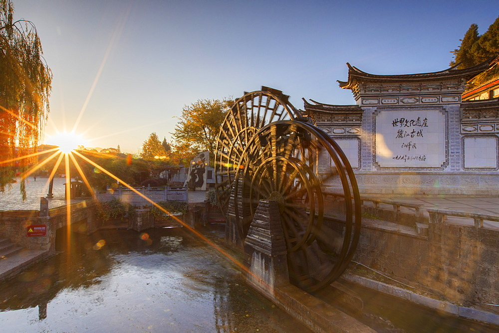 Waterwheels at dawn, Lijiang, UNESCO World Heritage Site, Yunnan, China, Asia