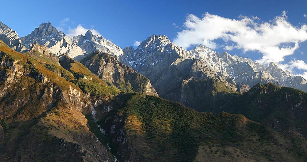 View of Jade Dragon Snow Mountain (Yulong Xueshan) and Tiger Leaping Gorge, Yunnan, China, Asia