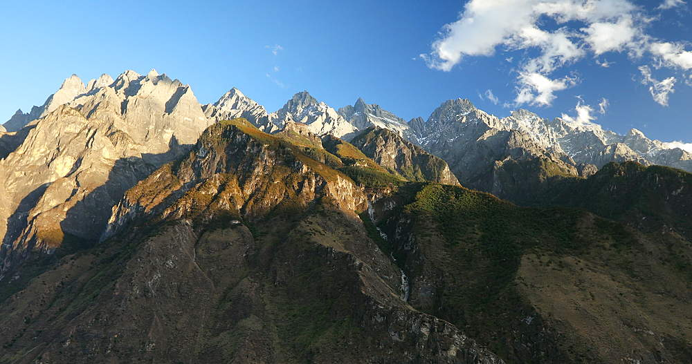 View of Jade Dragon Snow Mountain (Yulong Xueshan) and Tiger Leaping Gorge, Yunnan, China, Asia - 800-3100