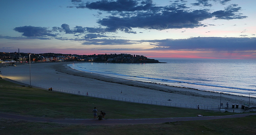 Bondi Beach at dawn, Sydney, New South Wales, Australia, Pacific - 800-3475