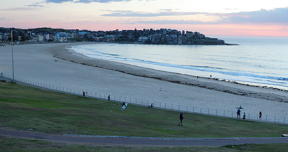Bondi Beach at dawn, Sydney, New South Wales, Australia, Pacific - 800-3476