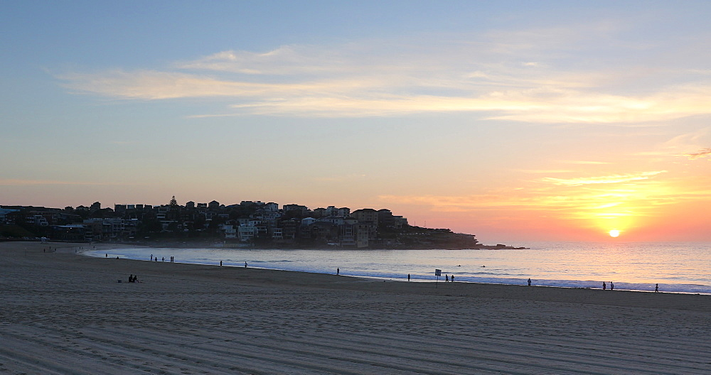 Bondi Beach at sunrise, Sydney, New South Wales, Australia, Pacific - 800-3502