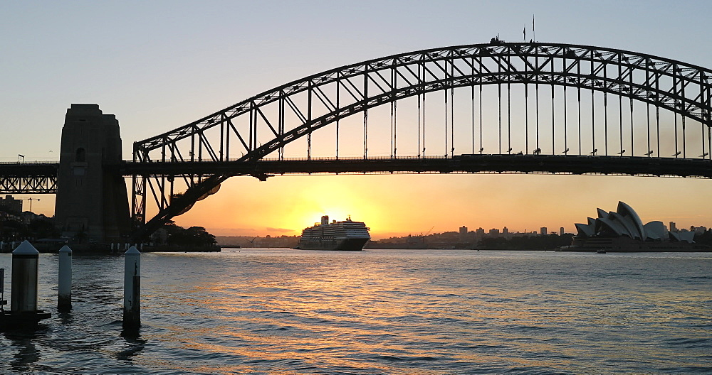Sydney Harbour Bridge at sunrise, Sydney, New South Wales, Australia, Pacific - 800-3508