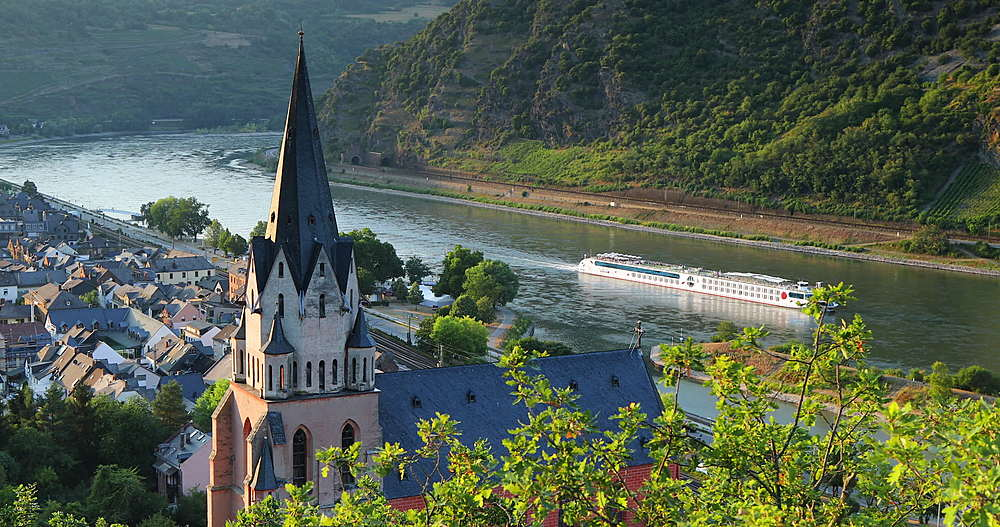 View of Liebfrauenkirche and River Rhine, Oberwesel, Rhineland-Palatinate, Germany - 800-3622