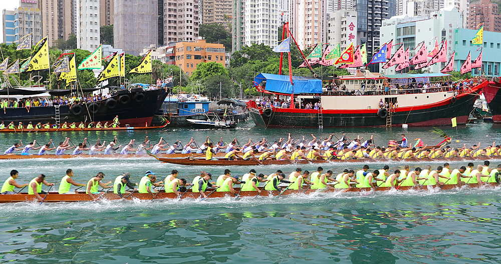 Dragon Boat Races at Aberdeen Harbour, Hong Kong Island, Hong Kong - 800-3671