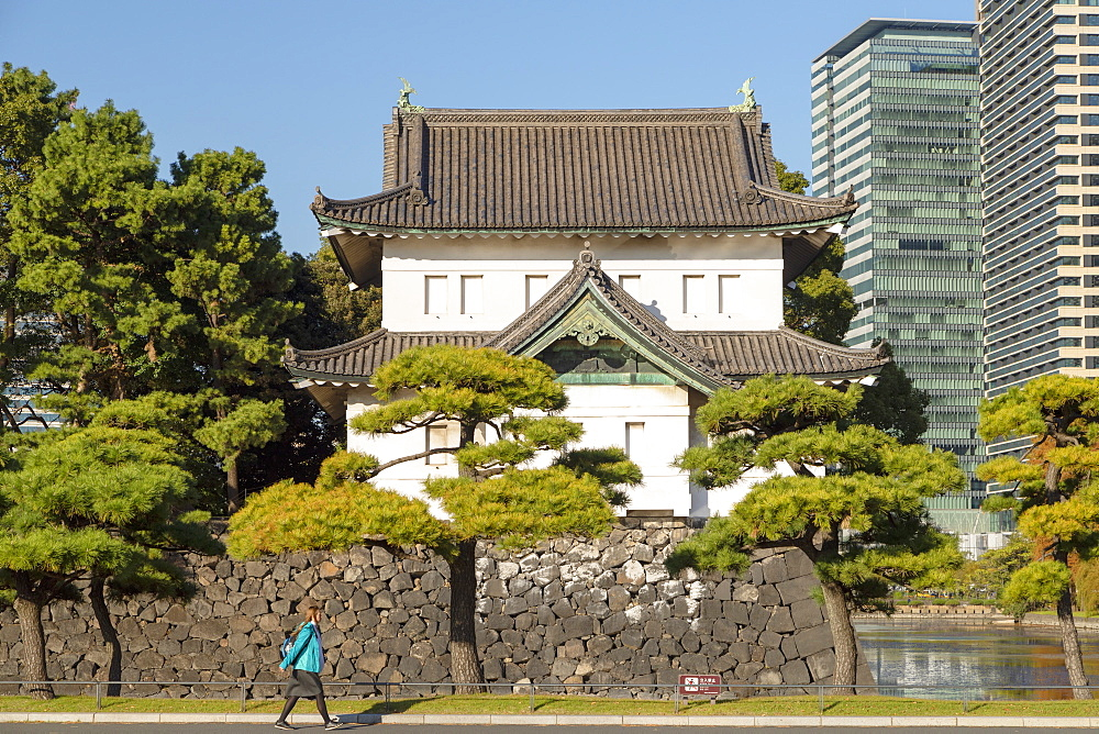 Moat and walls of Imperial Palace, Tokyo, Honshu, Japan, Asia