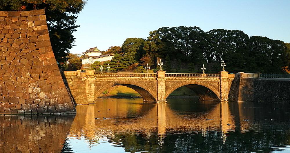 Moat and Nishinomaru Gate of Imperial Palace, Tokyo, Honshu, Japan, Asia