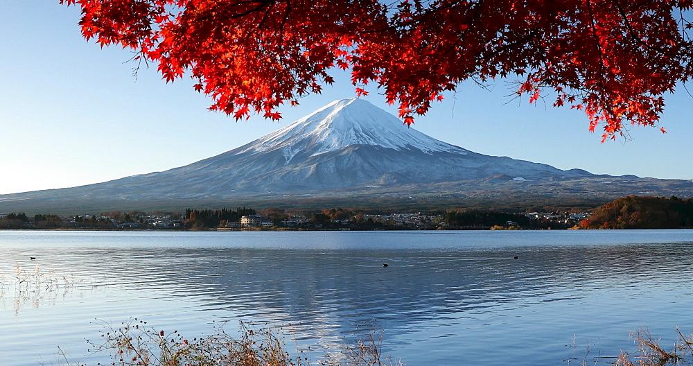 Mount Fuji, UNESCO World Heritage Site, and Lake Yamanaka, Honshu, Japan, Asia