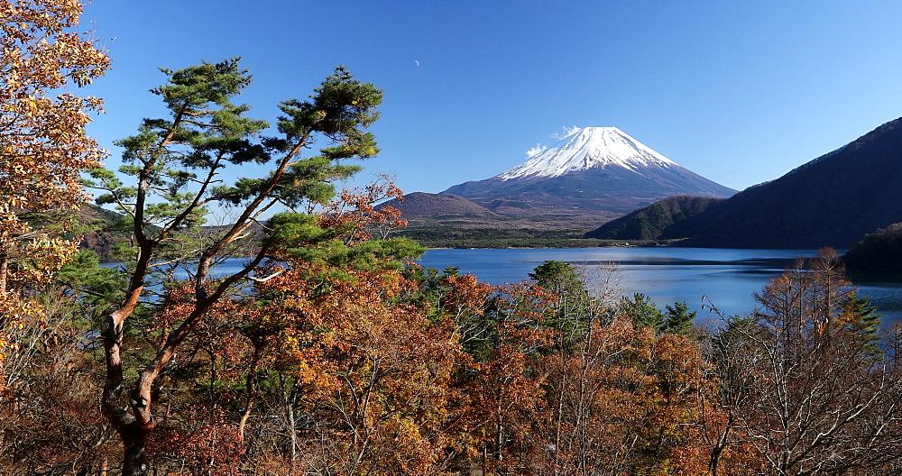 Mount Fuji, UNESCO World Heritage Site, and Lake Motosu, Honshu, Japan, Asia