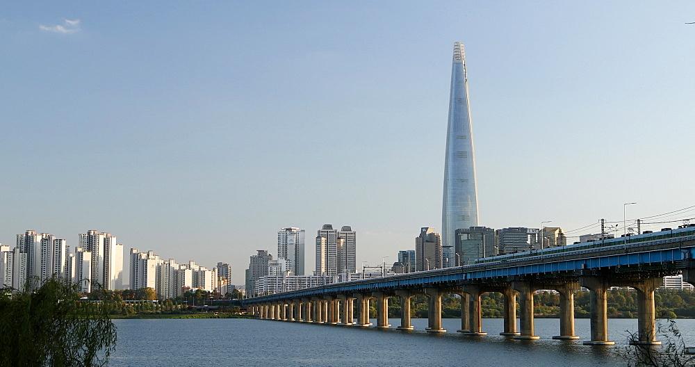 Lotte Tower and Han River, Seoul, South Korea, Asia