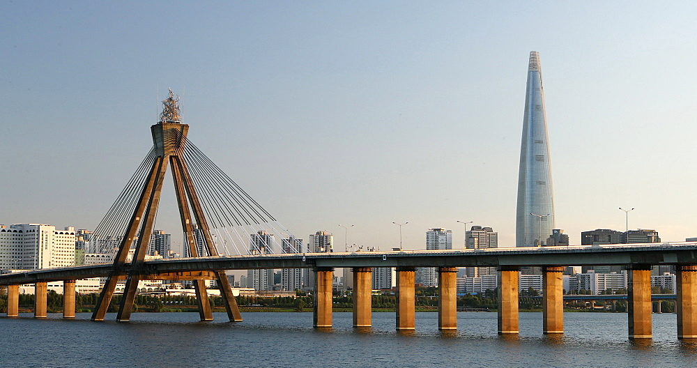 Lotte Tower and Han River, Seoul, South Korea - 800-4085