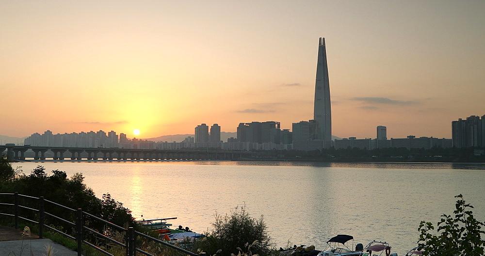 Lotte Tower and Han River at sunrise, Seoul, South Korea, Asia
