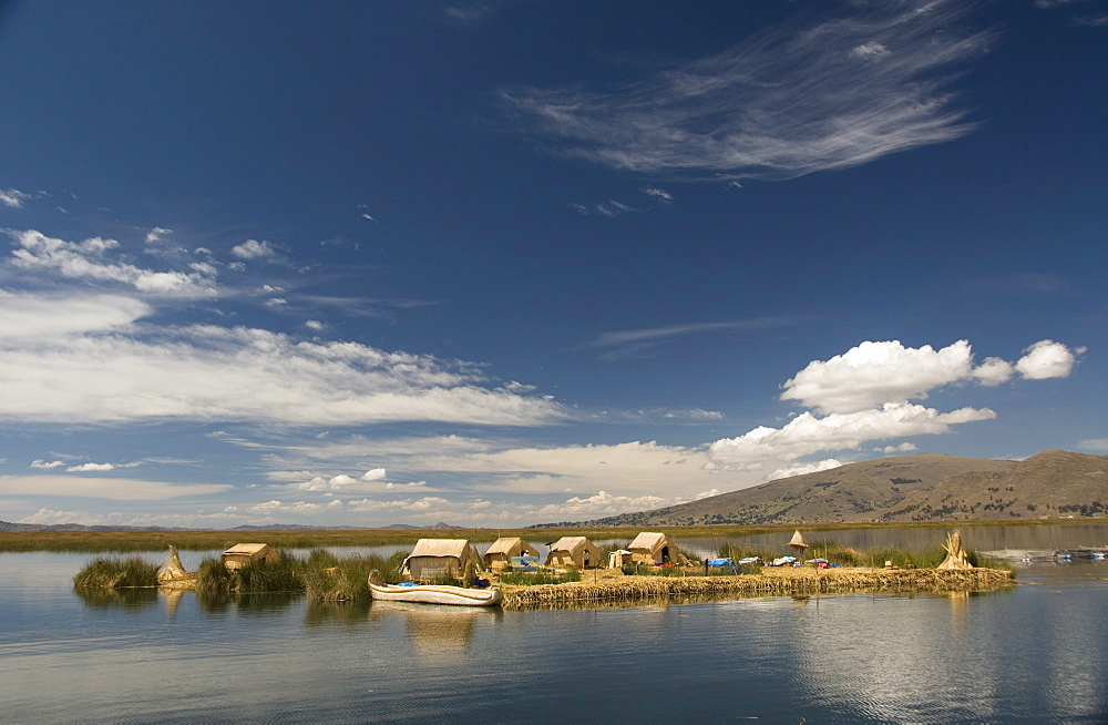 The floating islands of the Uros people, Lake Titicaca, Peru, South America