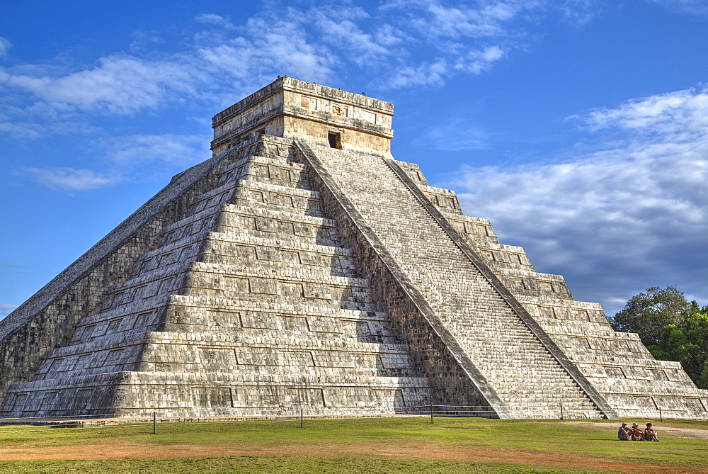 El Castillo (Pyramid of Kulkulcan), Chichen Itza, UNESCO World Heritage Site, Yucatan, Mexico, North America