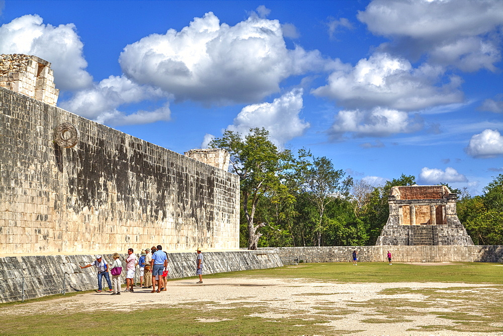 Tourists with guide, The Grand Ball Court (Gran Juego de Pelota), Chichen Itza, UNESCO World Heritage Site, Yucatan, Mexico, North America