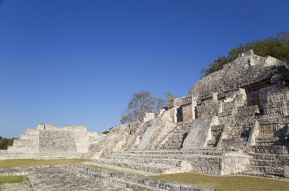 Patio Puuc in the foreground, and Northeastern Temple behind, Edzna, Mayan archaeological site, Campeche, Mexico, North America
