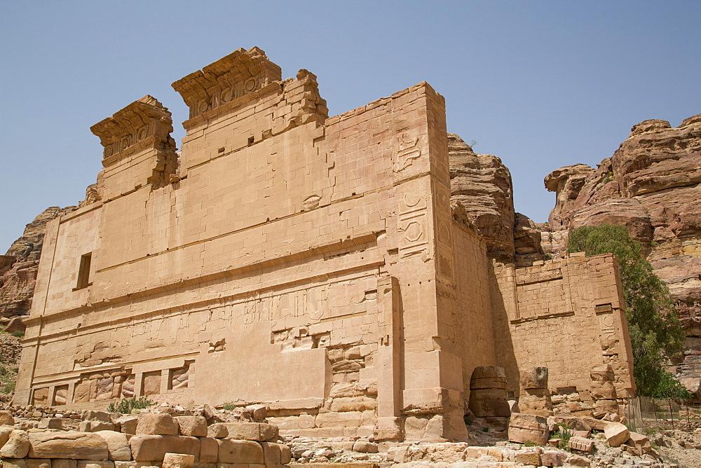 Qsar al-Bint, built about 30 BC, Petra, UNESCO World Heritage Site, Jordan, Middle East